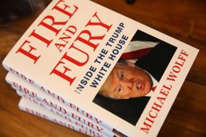 دانلود کتاب پر سر و صدای خشم و آتش - Fire and Fury: Inside the Trump White House by Michael Wolff